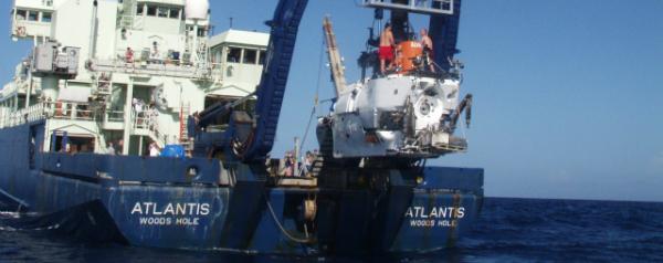 Onderzeeër Alvin boven water