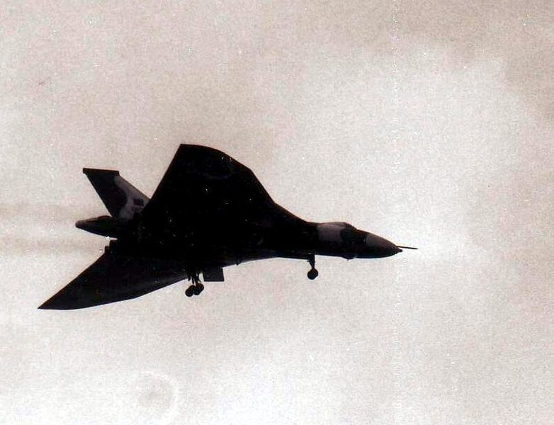 782px-Vulcan_bomber_18_May_1982