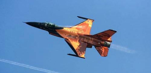 vijf oranje F-16
