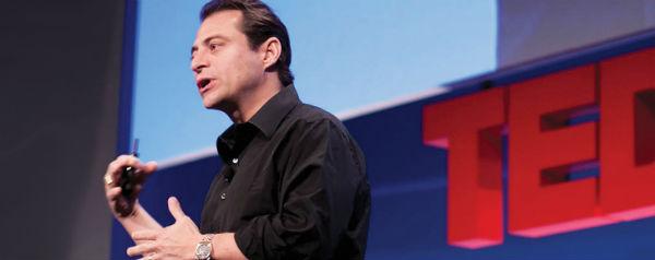 Peter Diamandis op een TED-podium